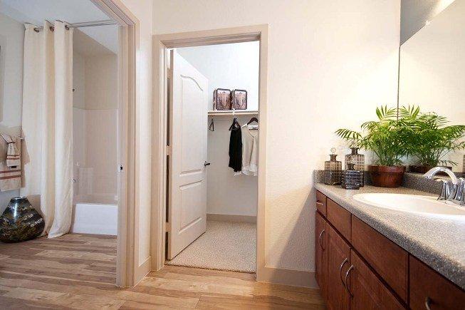 closet-bathroom7