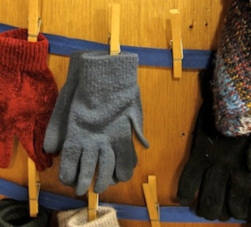 gloves-storage5