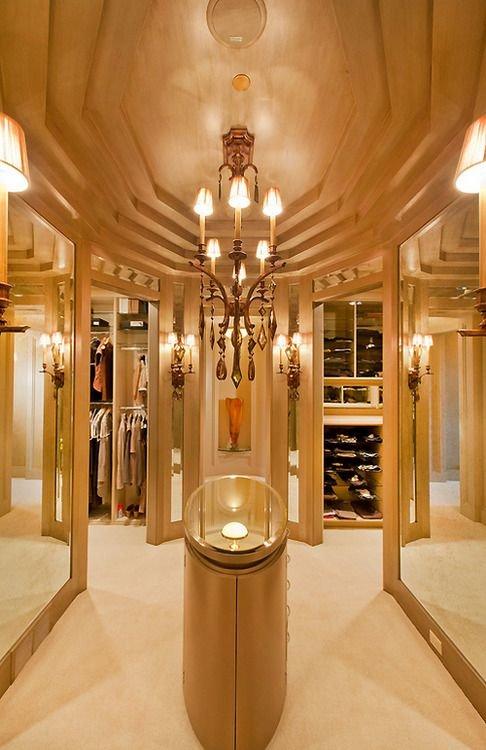 luxurious-walk-in-closet1