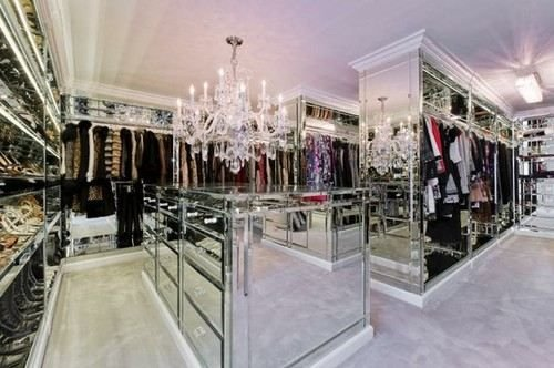 luxurious-walk-in-closet2