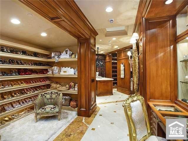 luxurious-walk-in-closet7