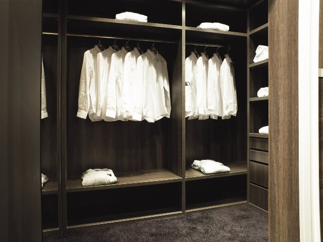 narrow-dressing-rooms5