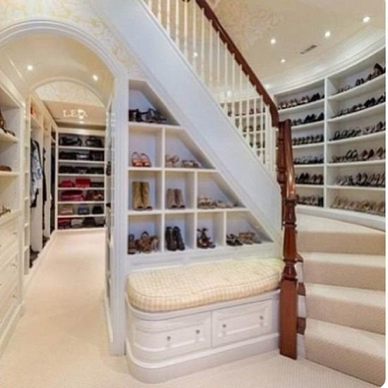 two-storied-walk-in-closet5