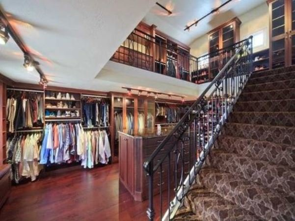 two-storied-walk-in-closet8