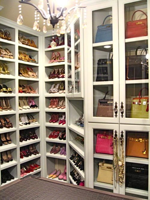 walk-in-closet-linoleum-floor3