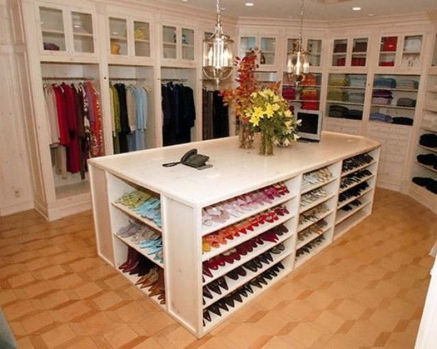 walk-in-closet-linoleum-floor5