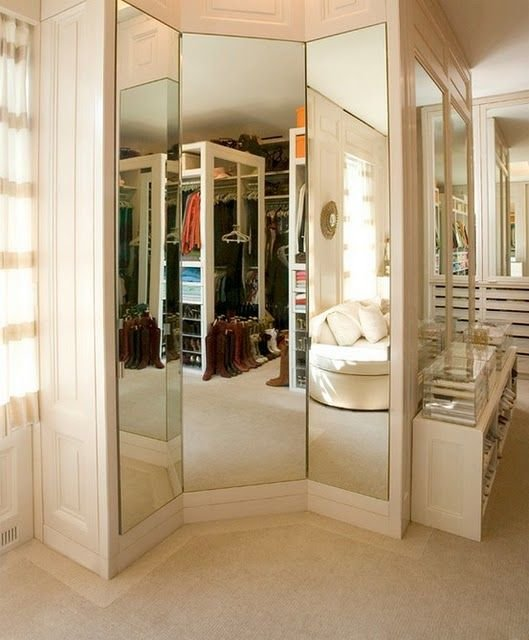 walk-in-closet-mirror-wall