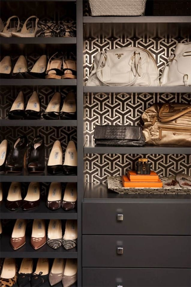 walk-in-closet-wallpaper