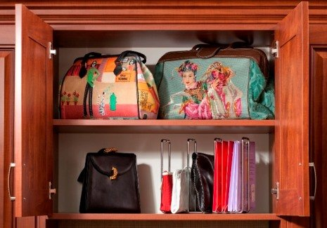 Фото шкафчика с сумками