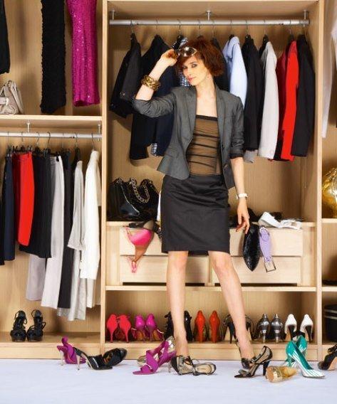 Фото женщины в гардеробной комнате