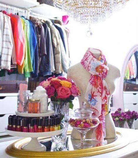 Фото декоративной композиции в гардеробной