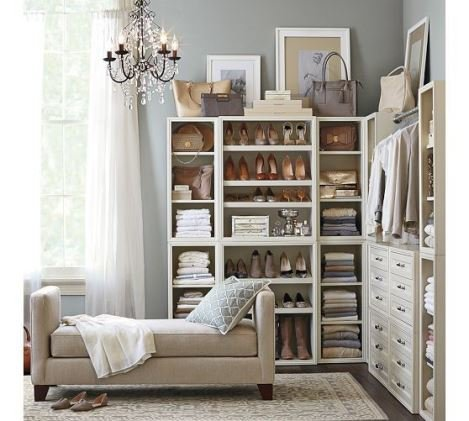 Фото дивана в гардеробной комнате