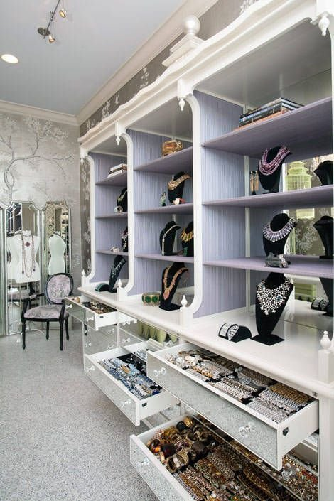 walk-in-closet-linoleum-floor4